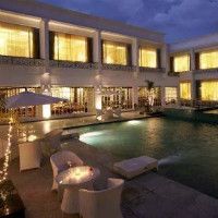 Nearbuy: 20% OFF on Stay for 2 in Choice of Rooms with Meals at Country Inn & Suites By Carlson