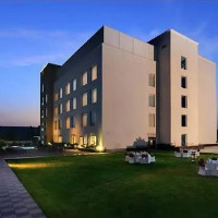 Nearbuy: 70% OFF on Stay for 2 in Choice of Rooms with Breakfast at Country Inn & Suites