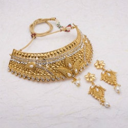 Buy 1 Get 1 FREE on Women's Festive / Gift Jewellery